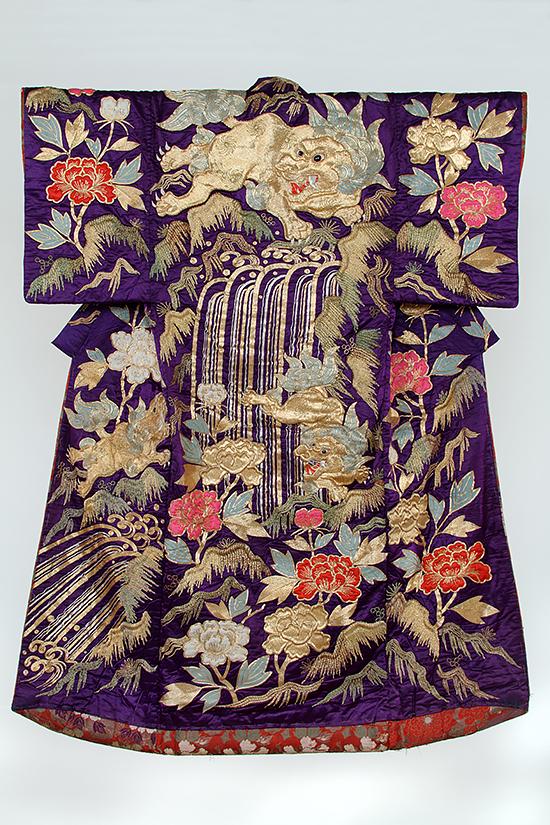 紫地唐獅子牡丹滝紋繍裲襠